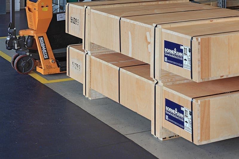 Bornemann高效的物流系统提供了对配送货物的持续监控,结合智能程控GPS,可确保货物安全到达。